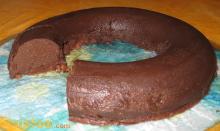 photo d'une charlotte au chocolat entamée